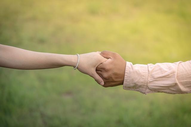 couple_hand